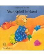 Max spielt im Sand