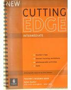 Cutting Edge Intermediate Teacher's Resource Book - Cunningham, Sarah, Barker, Helen, Moór Péter