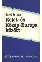 Kelet- és Közép-Európa között - Régikönyvek