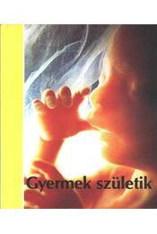 Gyermek születik - Régikönyvek