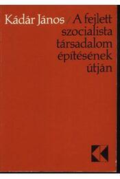 A fejlett szocialista társadalom építésének útján - Régikönyvek